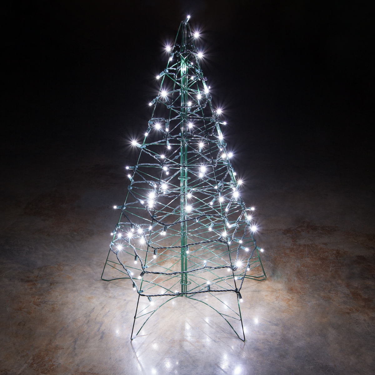 Lighted Cool White LED Outdoor Christmas Tree & Lighted Cool White LED Outdoor Christmas Tree - Wintergreen ...